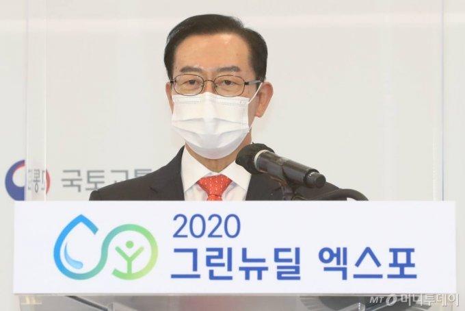 이종배 국민의힘 의원(국회수소경제포럼 공동대표)이 28일 서울 동대문디자인플라자에서 열린 '2020 그린뉴딜 엑스포' 개막식에서 개회사를 하고 있다. /사진=이기범 기자