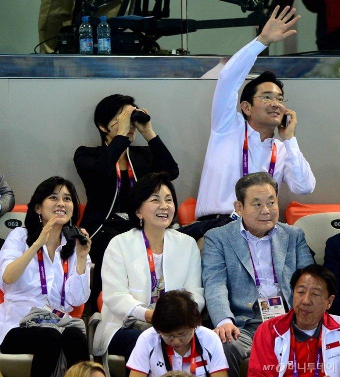 2012년 7월28일 런던올림픽파크 아쿠아틱센터에서 '마린보이' 박태환이 올림픽 2연패에 도전했다. 경기장을 찾은 이건희 삼성전자 회장과 가족들이 경기를 관람하고 있다. 이 회장 일가의 단란했던 한때다. / 사진=런던=올림픽사진공동취재단