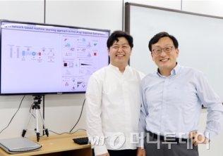 사진 오른쪽부터 김상욱 교수, 공정호 연구원./사진제공=POSTECH