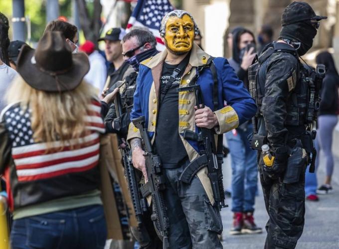 나라 어지럽자 총잡는 미국인…총기구매 91% 증가