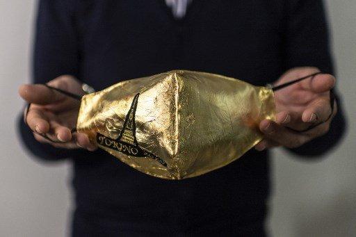 금으로 만든 마스크/사진=AFP