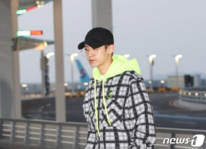 엑소(EXO) 찬열이 해외 일정차 10일 오후 인천국제공항을 통해 베트남으로 출국하고 있다. 2020.1.10/뉴스1 © News1 권현진 기자