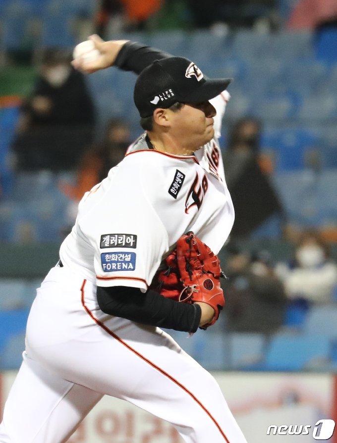 [사진] 7회초 투입된 한화 박주홍