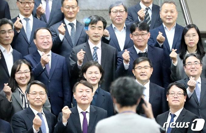 """대전 간 윤석열 """"나라의 녹 받고 일하는 사람들인데 의기소침 말라"""""""
