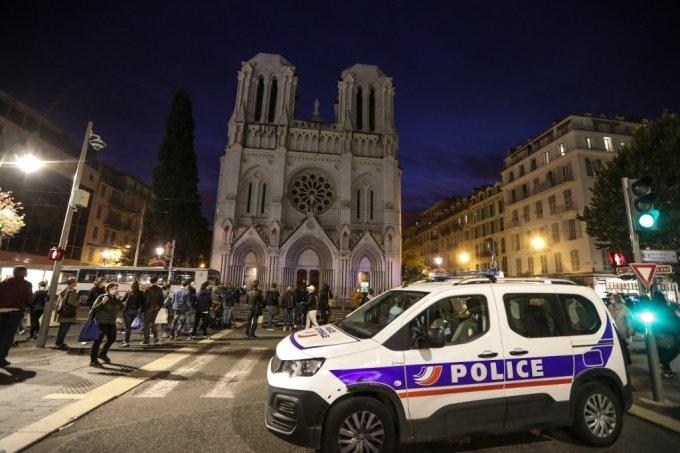 프랑스 남부 니스의 노트르담 성당 안팍에서 29일 흉기 테러가 발생했다.  /AFPBBNews=뉴스1