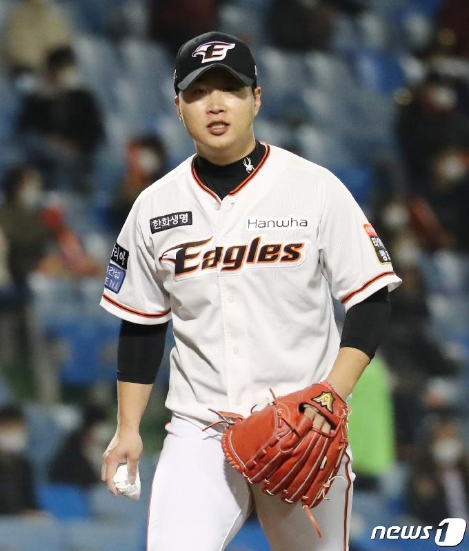 [사진] 위기상황 삼진 처리한 김종수