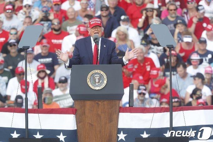 29일 플로리다 템파에서 열린 도널드 트럼프 대통령의 선거 유세 ⓒ AFP=뉴스1