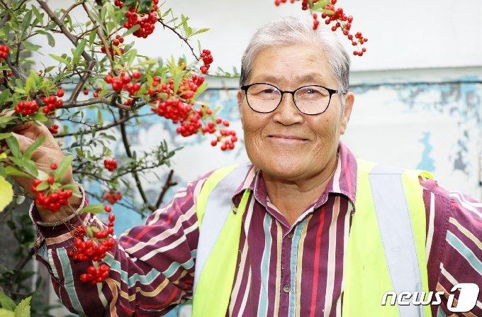 지난 28일 제주 서귀포시 서귀동 자택에서 만난 공공근로자 공공근로자 이유순 할머니(71·제주 서귀포시).2020.10.28 /뉴스1 © News1
