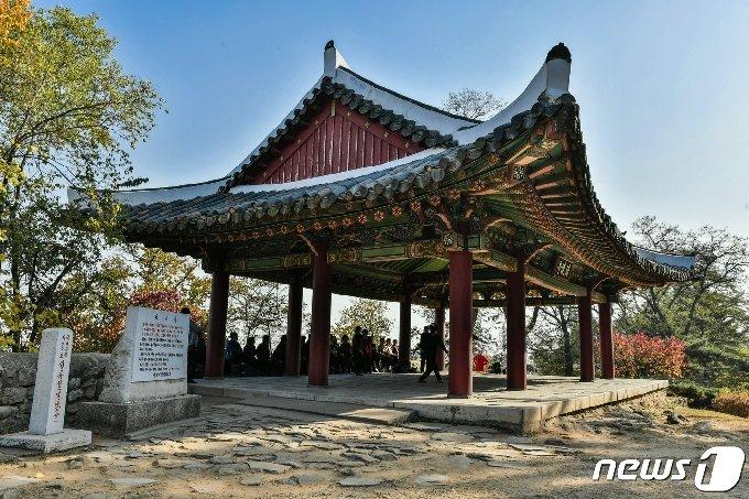 평양성 정해문의 문루를 옮겨온 청류정 전경. (미디어한국학 제공) 2020.10.31.© 뉴스1