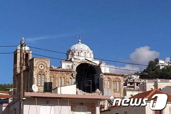 그리스 사모스섬 카를로바시의 한 그리스 정교회가 지진으로 인해 일부가 파괴됐다./사진=(로이터=뉴스1)