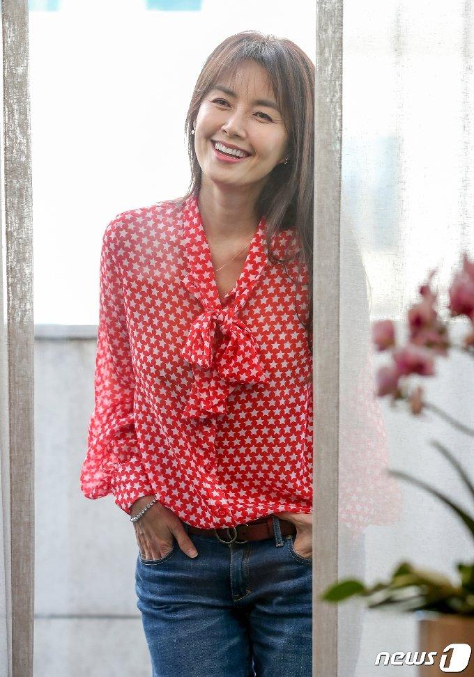 [사진] '청춘기록' 신애라 '웃는 모습이 아름다워'