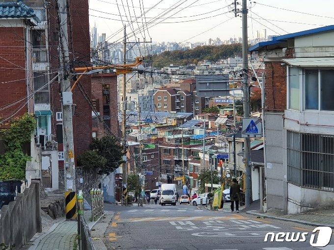서울 관악구 난곡동 고개 위에서 내려다 본 동네 모습 © 뉴스1 황덕현 기자