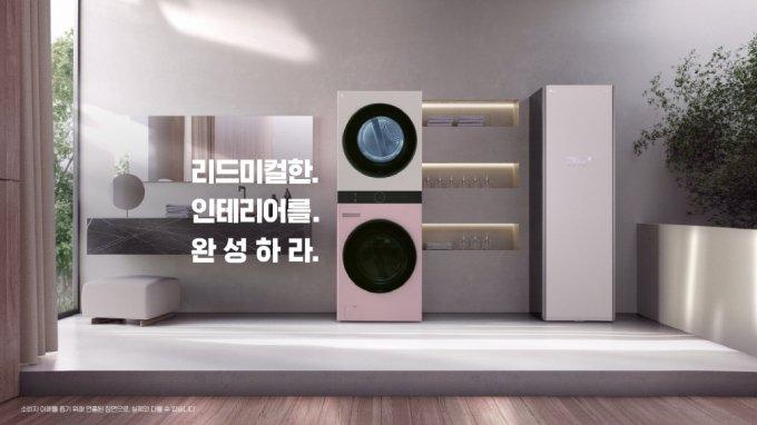 LG전자가 LG 오브제 컬렉션의 15개 알파벳마다 의미를 부여해 만든 온라인 광고 가운데 '밸런스(Balance)' 편에서 집안 전체 인테리어와 조화를 이루는 다양한 LG 오브제컬렉션의 모습이 소개되고 있다. /사진제공=LG전자