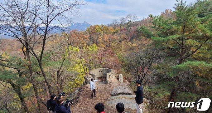 북악산 둘레길에 남아있는 대공방어진지.© 뉴스1 이기림 기자