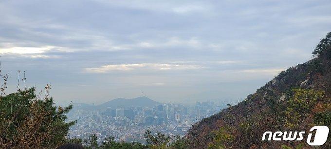 북악산 청운대에서 바라본 서울 도심.© 뉴스1 이기림 기자