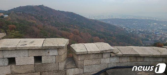 북악산 둘레길에서 바라본 풍경.© 뉴스1 이기림 기자