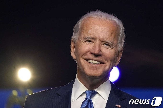 조 바이든 미국 민주당 대통령후보가 6일(현지시간) 자택이 있는 델라웨어주 윌밍턴의 체이스센터에서 대국민 연설을 하고 있다. © AFP=뉴스1