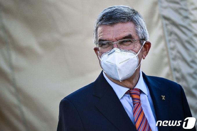 마스크를 착용한 토마스 바흐 국제올림픽위원회(IOC) 위원장 © AFP=뉴스1