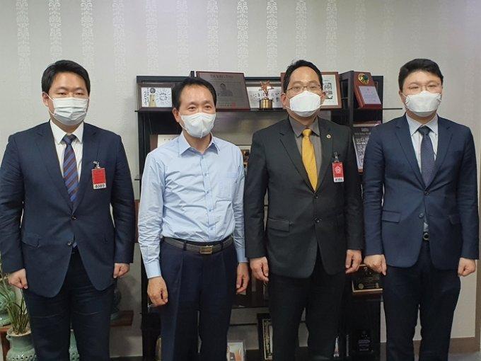 (왼쪽부터)김대하 대한의사협회 대변인, 성일종 국민의힘 의원, 최대집 의협 회장, 송명제 의협 대외협력이사
