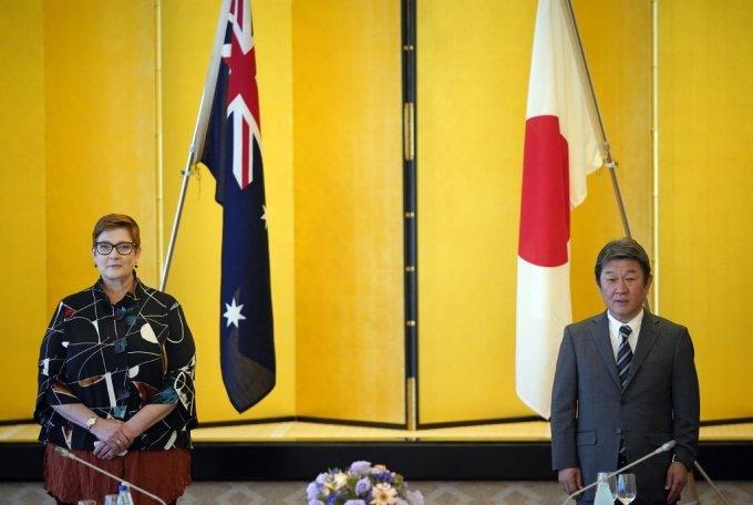 마리스 페인 호주 국방장관과 모테기 도시미쓰 일본 외무장관/사진=AFP