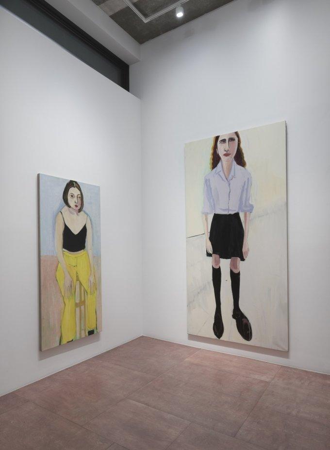 샹탈 조페. 딸 에스메의 친구(왼쪽)와 높이 3m의 조카를 그린 대형 회화. Oil on canvas. /사진제공=리만머핀 서울