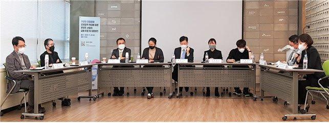 인터넷기업협회가 20일 주최한 구글 인앱결제 강제 피해 토론회에서 참석자들이 발표하고 있다. /사진=인기협