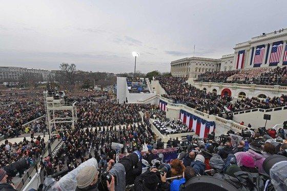 2016년 도널드 트럼프 미국 대통령 당선인의 취임식을 보기 위한 인파로 워싱턴D.C 내셔널몰과 국회의사당 웨스트 프런트가 붐비는 모습. /사진=뉴스1