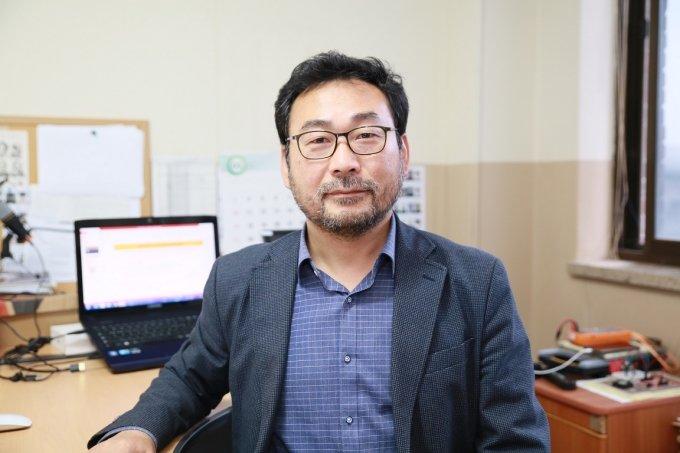 건양대 이종덕 교수, '키워드로 풀어 쓴 상대성이론' 출간