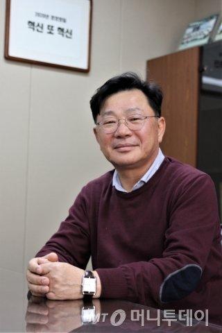 """김진백 디오 대표는 """"내년 경영방침은 올해 경영방침 '혁신 또 혁신'에 혁신 하나가 더 붙을 것 같다""""며 웃었다./ 사진=김유경 기자"""