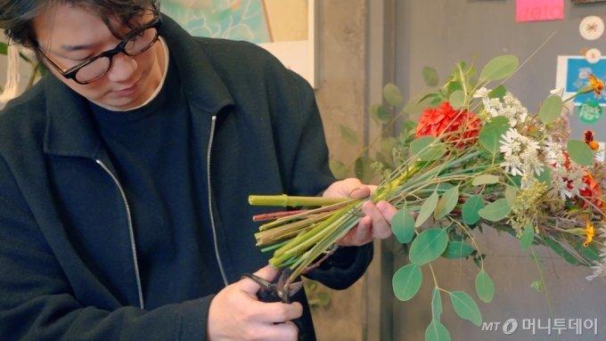 이태원 경리단길에서 꽃집 '박플로'를 운영하는 박준석 플로리스트(32) /사진=이주아PD
