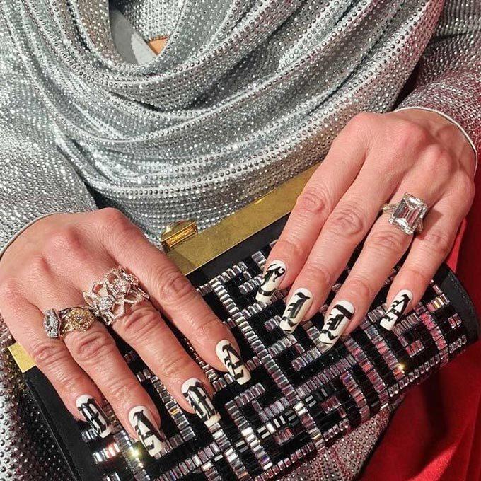 팝스타 제니퍼 로페즈의 네일 아트와 주얼리/사진=루미너스 다이아몬드 인스타그램