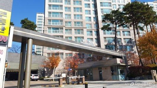김현미 국토교통부 장관이 거주하는 하이파크시티 일산아이파크1단지 입구 모습/사진= 박미주 기자