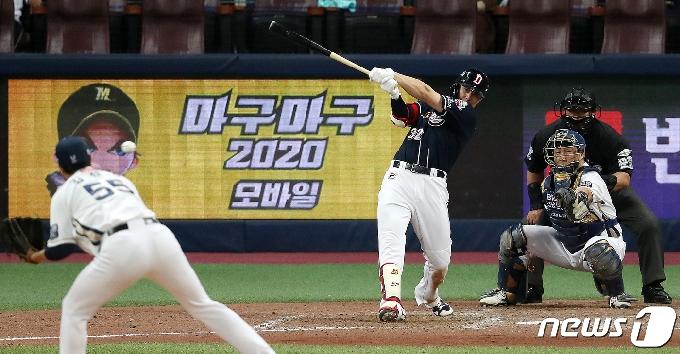 [사진] '0.043' 김재환 '타점을 기록하는 2루수 땅볼'