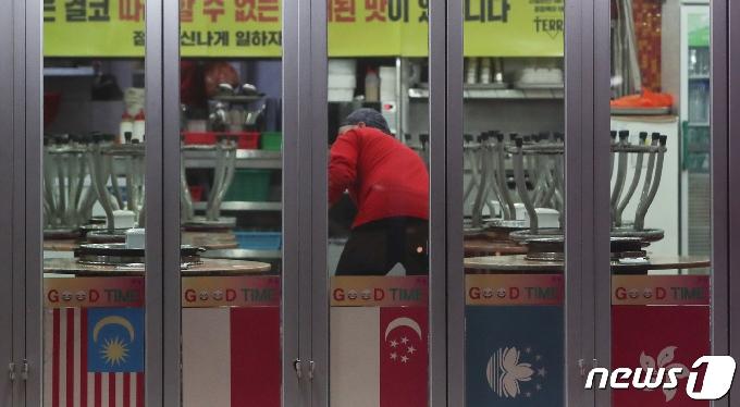 [사진] '9시 땡' 문 닫은 식당