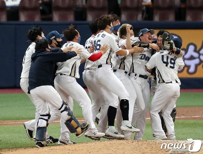 [사진] NC '첫 우승의 환희!'