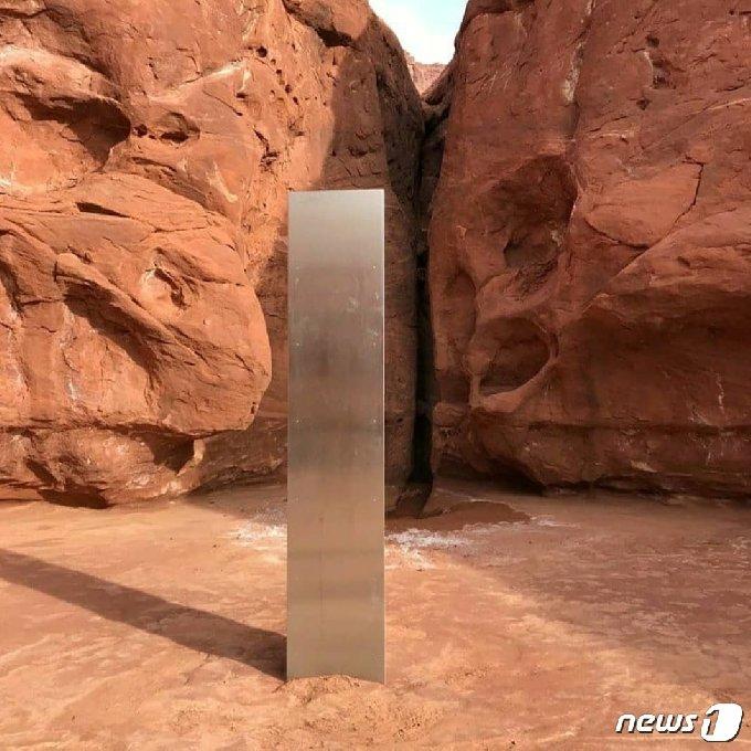 미국 유타주의 한 사막에서 발견된 신비로운 기둥. © 로이터=뉴스1