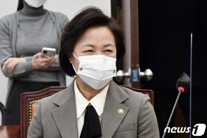 추미애·윤석열, '법정 혈투' 시작된다…'집행정지'에 사활