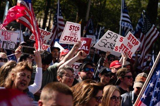 트럼프 대통령 지지자들이 부정선거를 주장하며 시위를 벌이고있다/사진=AFP
