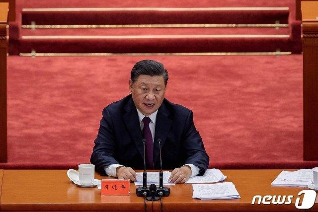 (베이징 AFP=뉴스1) 우동명 기자 = 시진핑 중국 국가주석이 8일 (현지시간) 베이징의 인민대회당에서 열린 코로나19 방역 공로자 표창대회에 참석해 연설을 하고 있다.   ⓒ AFP=뉴스1