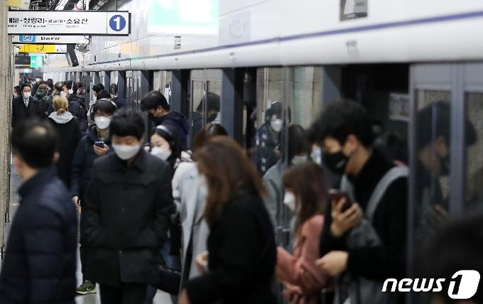 [사진] 서울 지하철 밤 10시부터 단축 운행