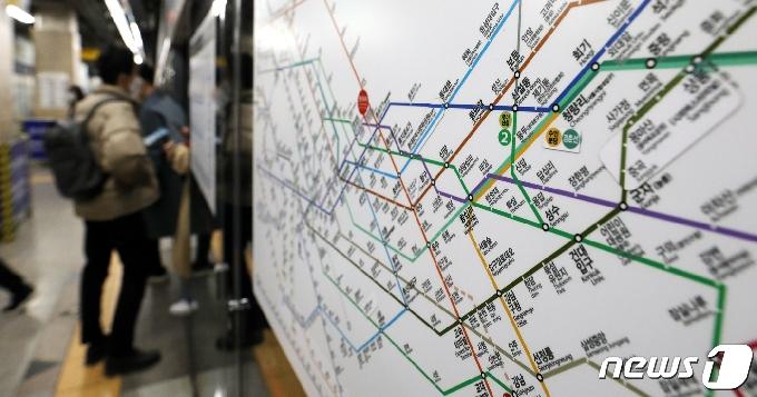 [사진] 오늘부터 서울지하철 22시 이후 20% 운행 줄인다