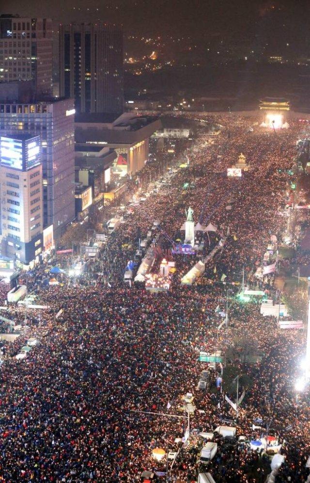 2016년 12월 26일 오후 서울 광화문에서 제5차 촛불 집회를  하고 있다. / 사진=공동취재사진