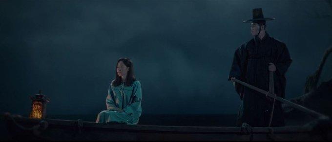 드라마 '산후조리원'의 한 장면. 드라마는 아이를 낳던 현진이 저승사자와 만나는 설정으로 시작한다. (tvN 제공)