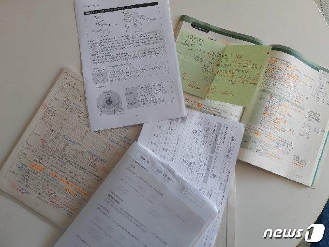 수원 고색고교 3년생 박민제(19)군이 필기한 노트© 뉴스1 유재규 기자