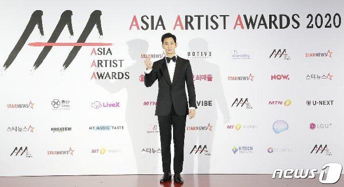 [사진] 김수현 '심쿵 달달 하트'