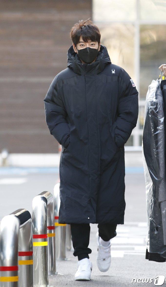 [사진] 황치열 '출근길 따뜻하게'