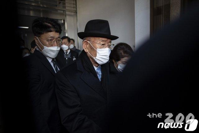'전두환 유죄'에 국민의힘 뒤늦게 '단2줄 논평', 이러니…
