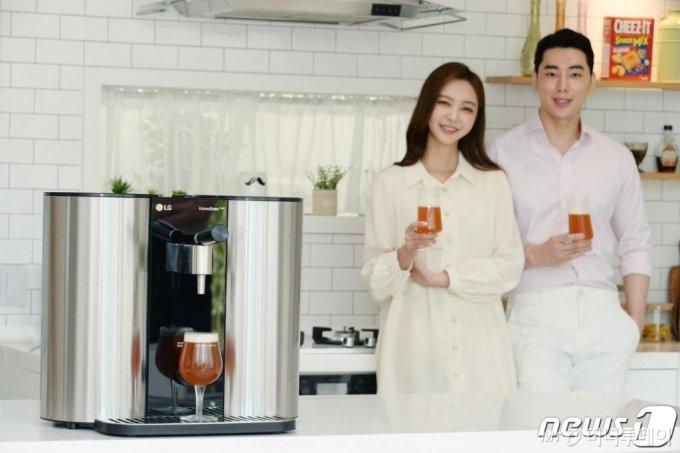 LG전자는 지난 5월10일 캡슐형 수제맥주제조기 'LG 홈브루' 신제품을 출시했다고 밝혔다. /사진제공=LG전자