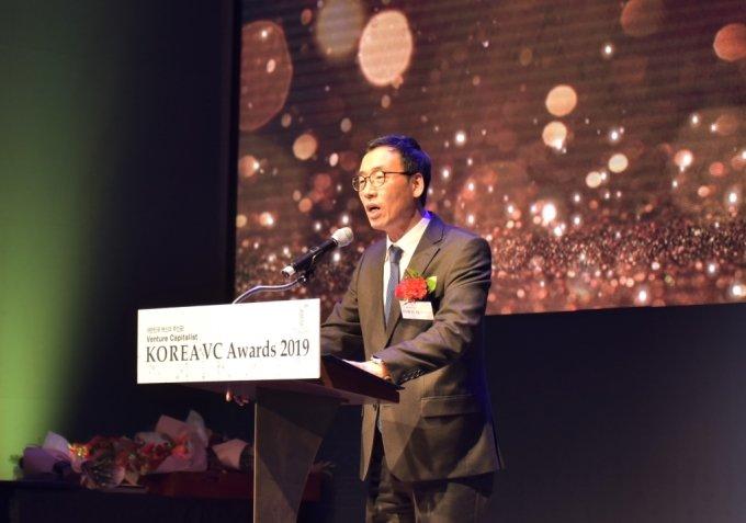 이영민 한국벤처투자 대표가 '코리아 VC어워즈 2019'에서 개회사를 하고 있다. /사진제공=한국벤처투자