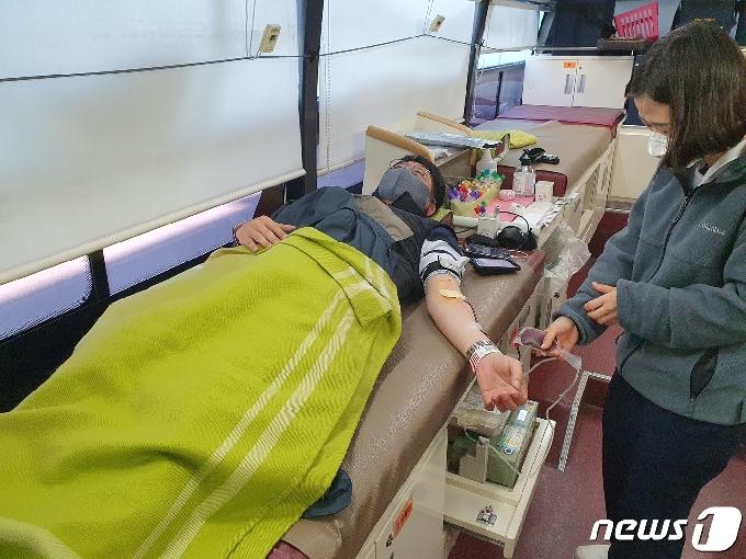 [단신] 한전 강원본부 '사랑 나눔 헌혈' 행사 참여